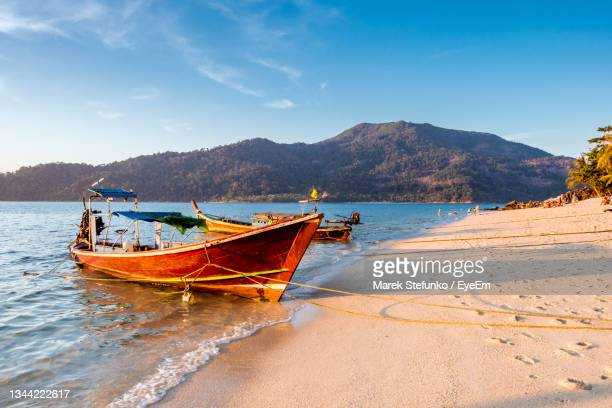 longtail boat on a beach on koh lipe - marek stefunko stock pictures, royalty-free photos & images