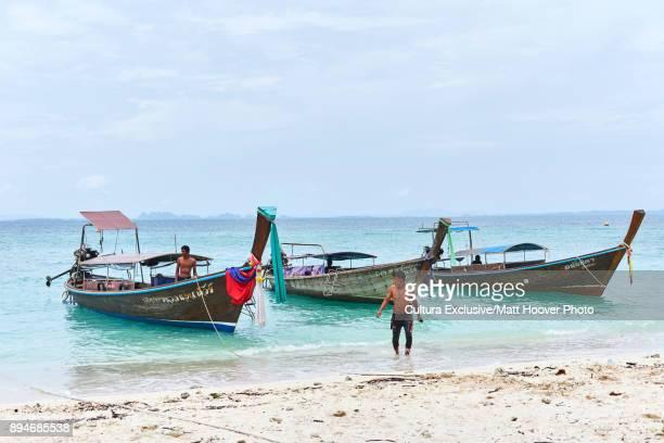 longtail boats by shoreline, phang ngaun, chanthaburi, thailand, asia - chanthaburi sea stock pictures, royalty-free photos & images