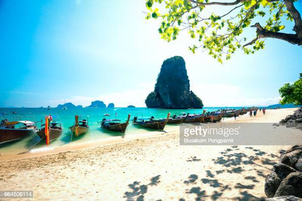 longtale boats on railay beach in krabi thailand. asia - railay strand stock-fotos und bilder