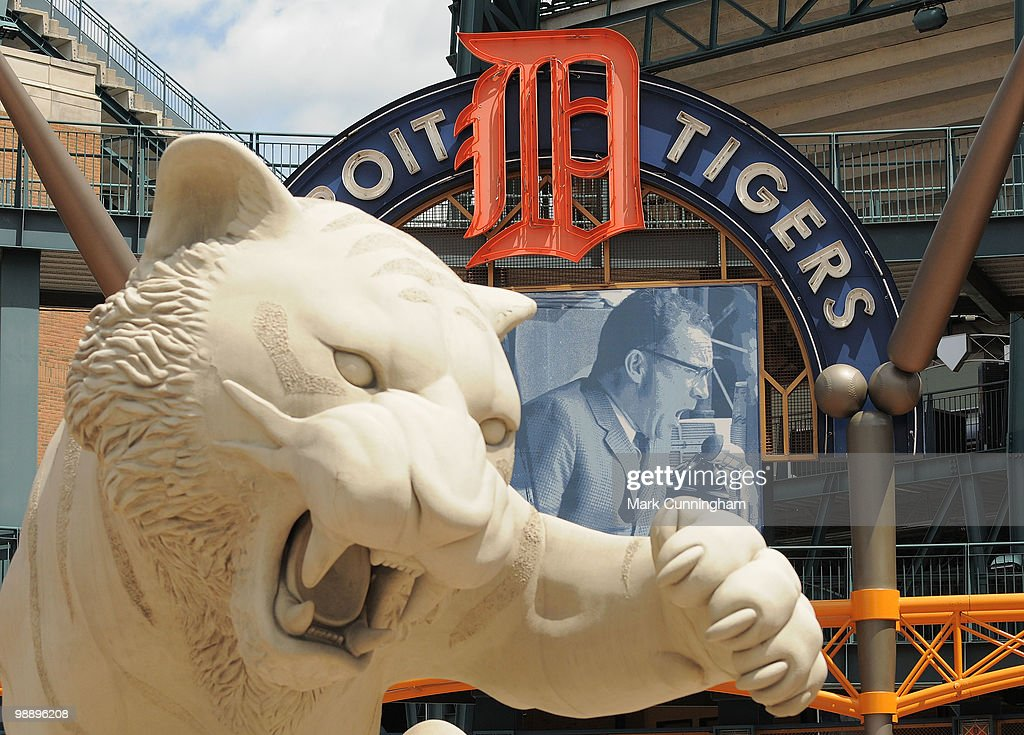 Tigers' Broadcaster Ernie Harwell Public Viewing : News Photo
