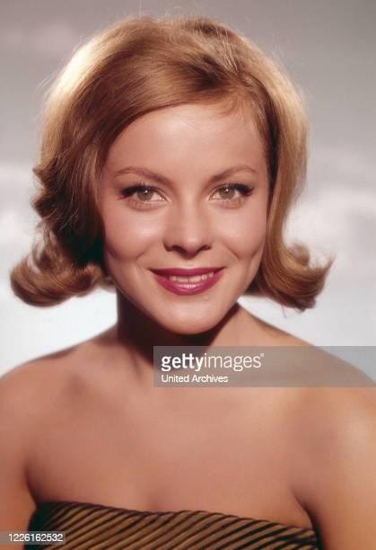 Loni von Friedl, österreichische Schauspielerin, Deutschland, circa 1962. Austrian actress Loni von Friedl, Germany, circa 1962.