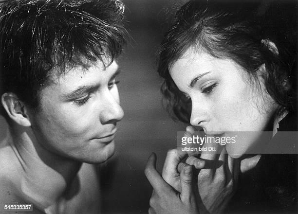 Loni von Friedl*Schauspielerin Österreichmit Heinz Blau im Film'Zu jung für die Liebe'Regie Erica BalqueDeutschland 1961