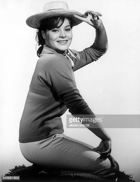 """Loni von Friedl*-Schauspielerin, ÖsterreichPorträt in Rolle als Rosi in dem Film """"Mein Schulfreund""""Regie: Robert SiodmakDeutschland 1960"""