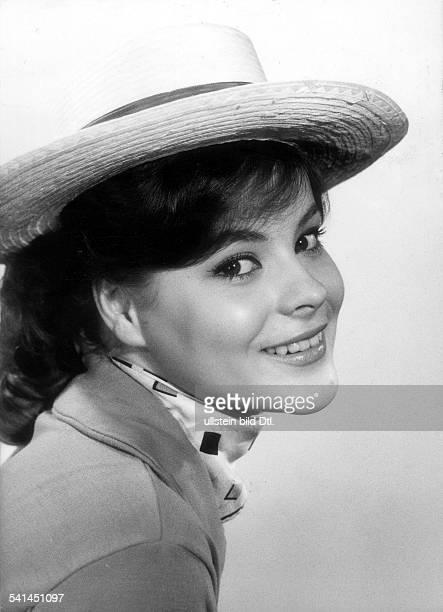 """Loni von Friedl*-Schauspielerin, ÖsterreichPorträt in Rolle der Rosi in dem Film """" Mein Schulfreund"""" Regie: Robert SiodmakDeutschland: 1960"""