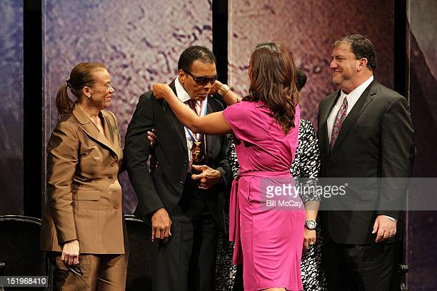 Lonnie Ali former boxing Champion Muhammad Ali Laila Ali and President and CEO of the Nation Constitution Center David Eisner during a ceremony at...