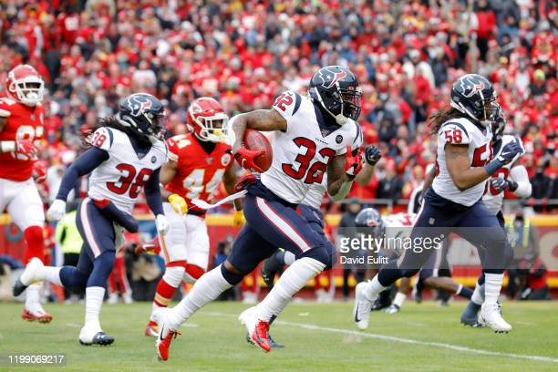 Lonnie Johnson Jr. #32 of the Houston Texans recovers and returns a blocked kick for a touchdown in the first quarter of the AFC Divisional playoff...