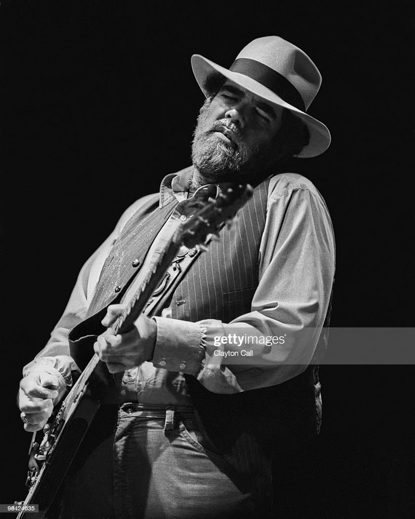 Lonnie Mack... : News Photo