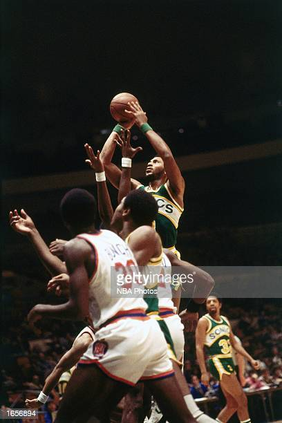 Lonnie Shelton of the Seattle SuperSonics takes a jumper during the 1970 NBA game against the New York Knicks at Madison Square Garden in New York...