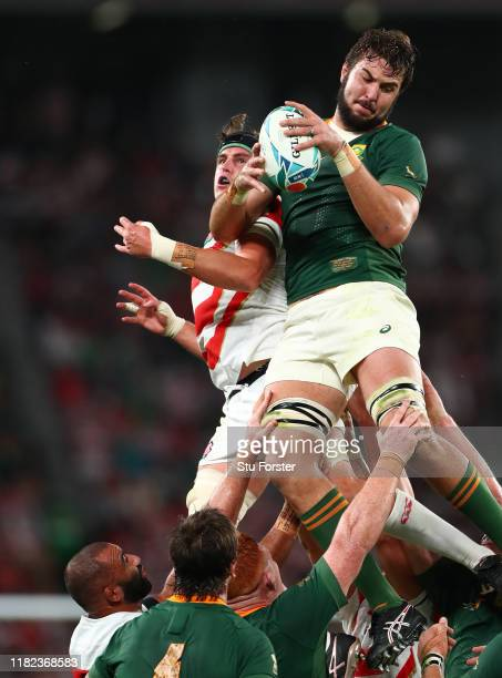 Lood De Jager of South Africa wins the ball in the lineout during the Rugby World Cup 2019 Quarter Final match between Japan and South Africa at the...
