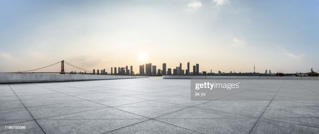 Look at the Wuhan Yangtze River Bridge and the buildings on the other side of the platform. Wuhan, Hubei Province, China. : Stock Photo