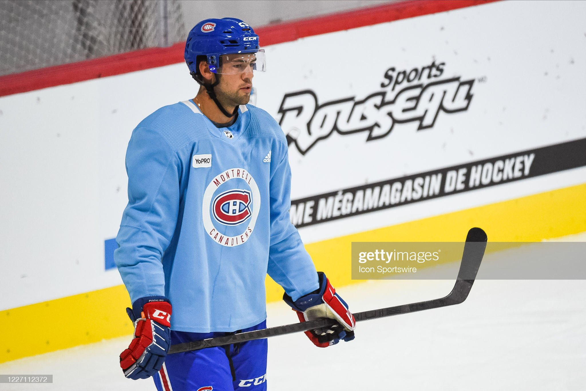 look-on-montreal-canadiens-center-ryan-p