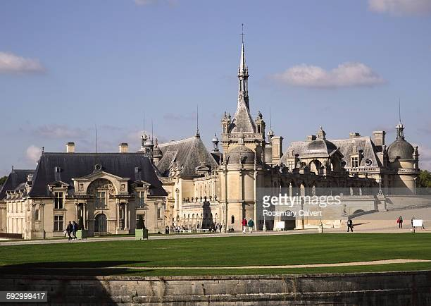 looking across the moat to chateau de chantilly. - oise stock pictures, royalty-free photos & images