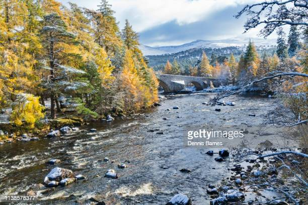 looking along river dee near braemar, from bridge of dee, snow, lochnagar, scotland, uk - braemar stock pictures, royalty-free photos & images
