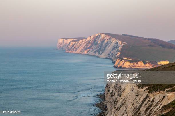 looking along the isle of wight coastline towards freshwater bay and tennyson down - freshwater bay isle of wight stock pictures, royalty-free photos & images
