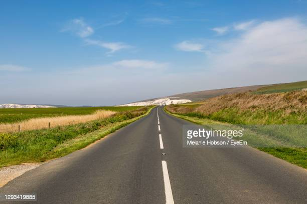 looking along the military road on the isle of wight, with chalk coastal cliffs in the distance - freshwater bay isle of wight stock pictures, royalty-free photos & images