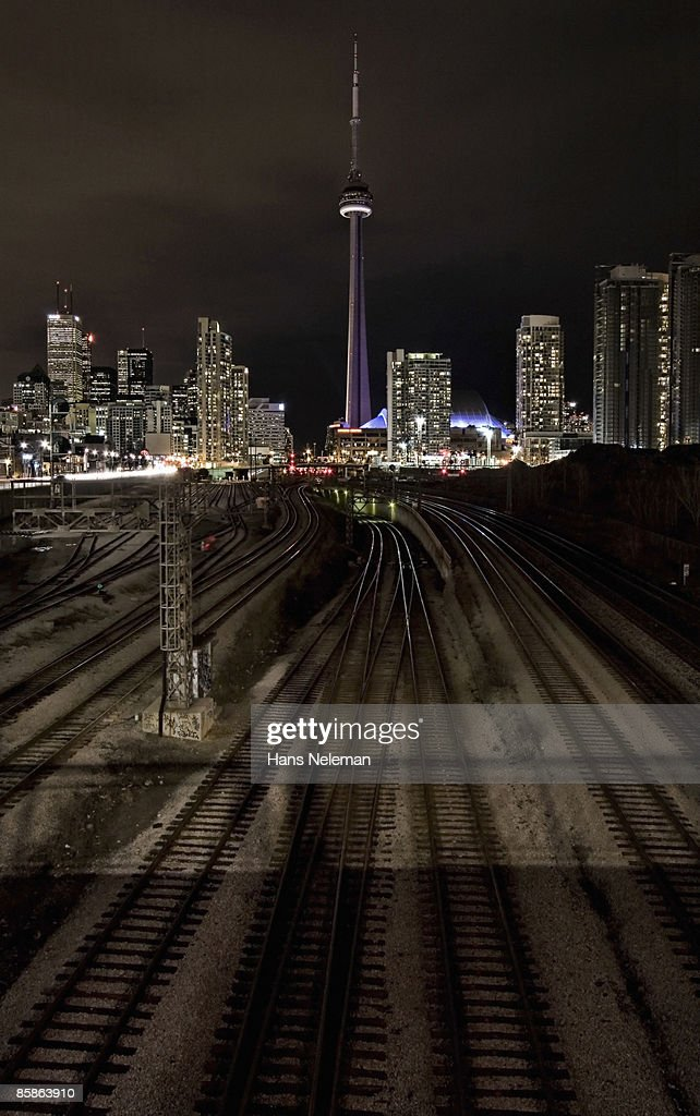Looking along the rail tracks towards Toronto : Stock-Foto