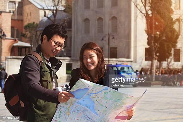 Regarde une carte de la ville