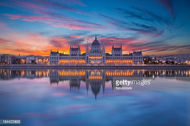 looking at hungarian parliament from across water at night - budapest stock pictures, royalty-free photos & images