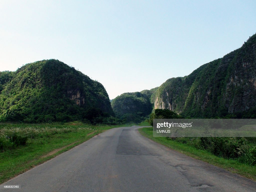 Looking At mountain Road With Curves In Cuba : Stockfoto