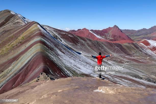 looking at the rainbow mountain, vinicunca, peru - paisajes de peru fotografías e imágenes de stock