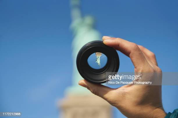 looking at the statue of libery through camera lens - nico de pasquale photography stock pictures, royalty-free photos & images
