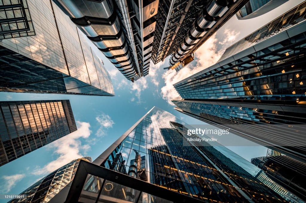 Het bekijken direct omhoog bij de horizon van het financiële district in centraal Londen - voorraadbeeld : Stockfoto