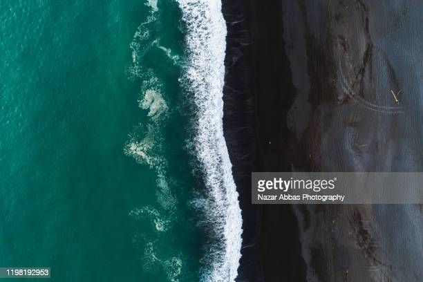 looking down at black sand beach. - northland new zealand stock pictures, royalty-free photos & images