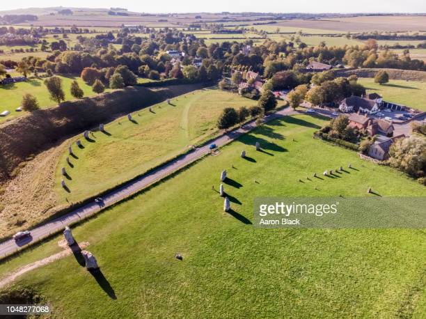 looking down at stone circles in grassy field shot from air. - ウィルトシャー州 ストックフォトと画像