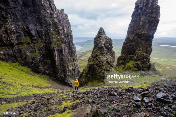 looking down at the quiraing needle, scotland - pinnacle stock pictures, royalty-free photos & images