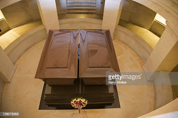 looking down at ulysses and julia grant's caskets in grant's tomb, upper west side, new york, ny, u.s.a. - ulysses s grant stock pictures, royalty-free photos & images