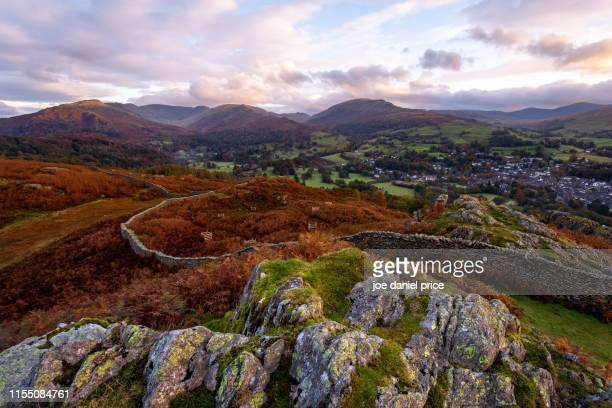 looking down on ambleside from loughrigg fell, sunrise, lake district, cumbria, england - loughrigg fells - fotografias e filmes do acervo