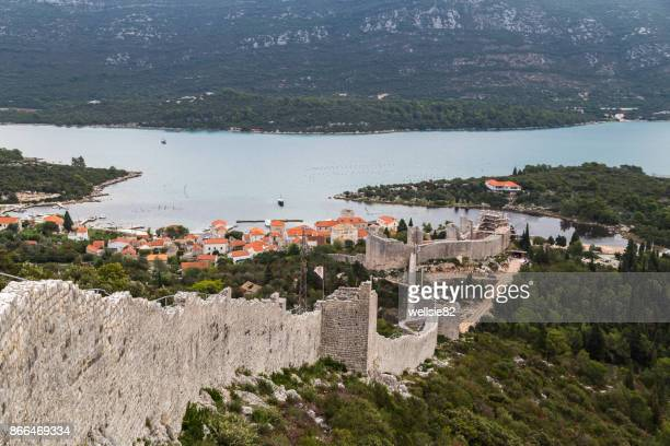looking down the walls of ston towards mali ston - fortified wall stock photos and pictures