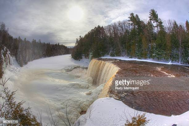 looking east - upper peninsula stock pictures, royalty-free photos & images