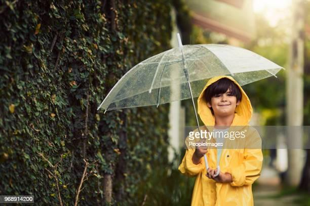 ansioso para o arco-íris depois da chuva - clima - fotografias e filmes do acervo
