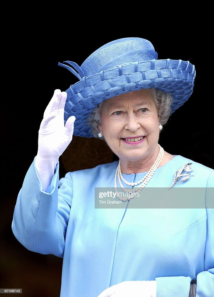 Looking Happy And Radiant Queen Elizabeth II Waving Outside St. Paul's Cathedral On The Day Of The Service To Mark Her Golden Jubilee - The 50th Anniversary Of Her Reign. The Three-strand Pearl Necklace Is Worn For All Important Occasions And Was A Gift From Her Father King George Vi. The Queen Is Wearing It With A Diamond Brooch - One Of The Family Heirlooms.