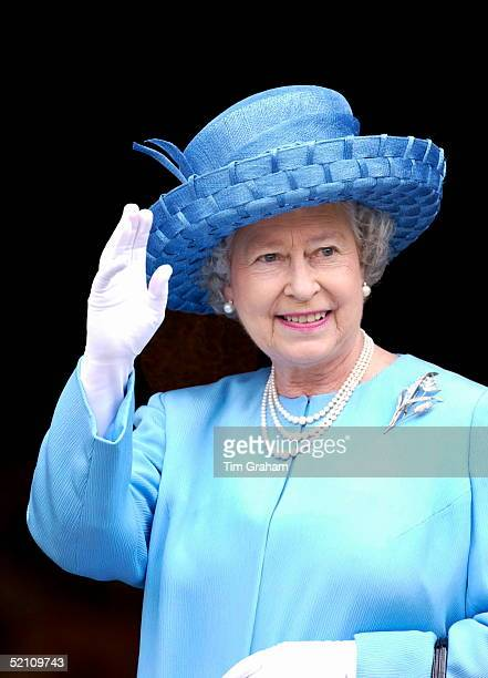 Looking Happy And Radiant Queen Elizabeth II Waving Outside St. Paul's Cathedral On The Day Of The Service To Mark Her Golden Jubilee - The 50th...