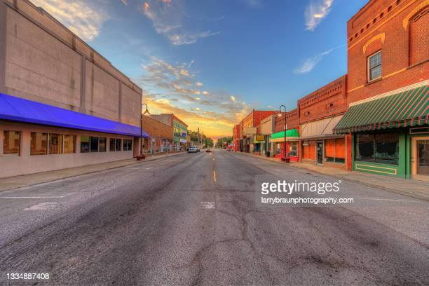looking north on division street - illinois stock pictures, royalty-free photos & images