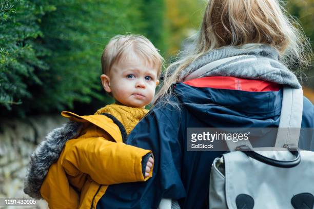 looking over mummys shoulder - babyhood stock pictures, royalty-free photos & images