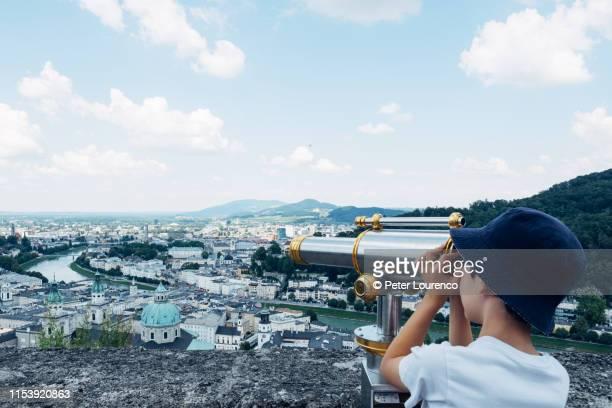 looking over salzburg - peter lourenco - fotografias e filmes do acervo