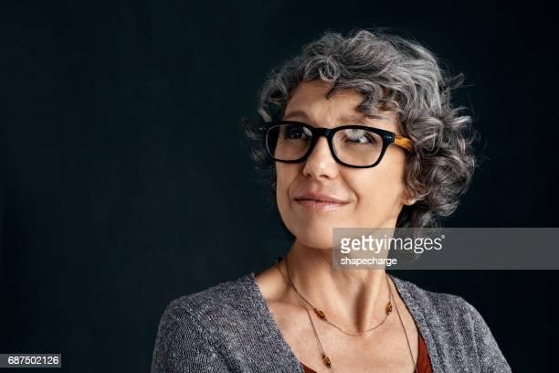 op zoek smart met haar bril - model beroep stockfoto's en -beelden