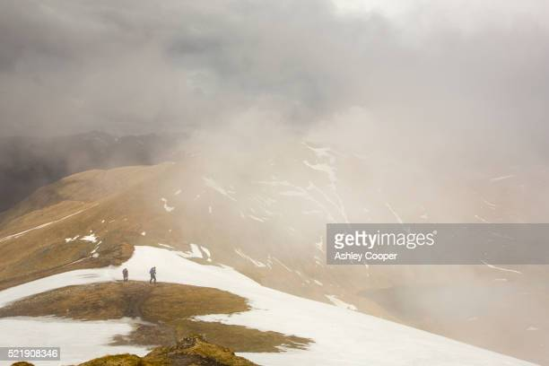 looking towards meall garbh on the side of ben lawers above loch tay in the scottish highlands, uk. - ben cooper stock-fotos und bilder