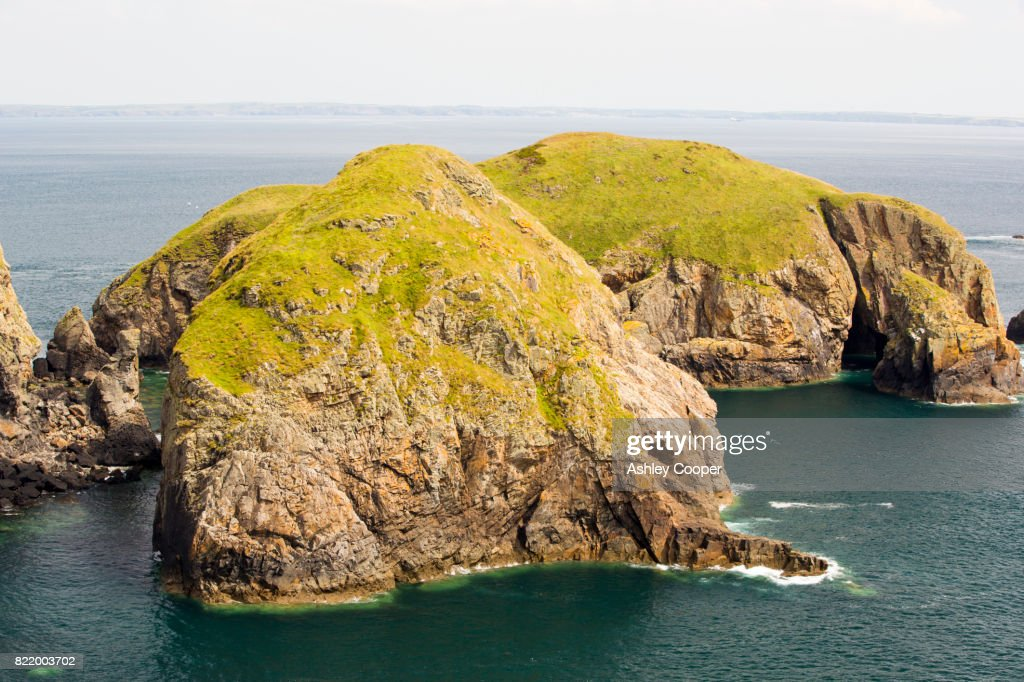 Looking towards Yns Cantwr off the southern tip of Ramsey Island, Pembrokeshire, Wales, UK. : Stock Photo