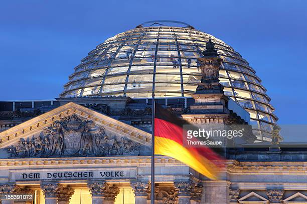 looking up at reichstag dome illuminated - duitsland stockfoto's en -beelden
