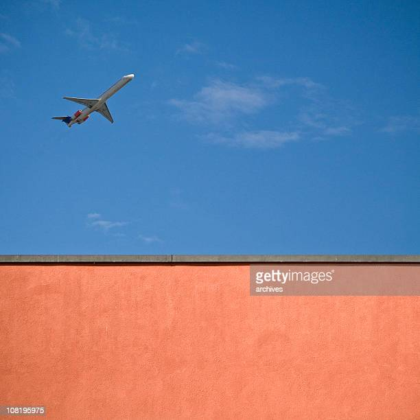 looking up at wall and airplane in sky - low flying aircraft stock pictures, royalty-free photos & images