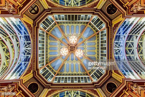 looking up, leadenhall market, london, england - レドンホールマーケット ストックフォトと画像