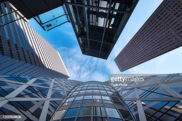 looking up skyscrapers - government building stock pictures, royalty-free photos & images