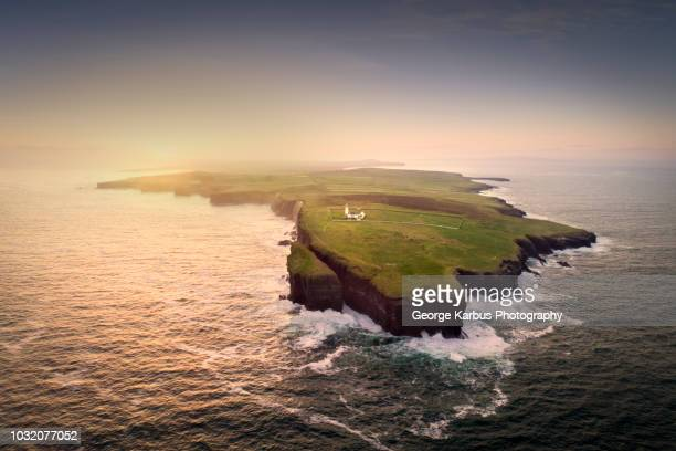 loop head, lighthouse, kilkee, clare, ireland - island stock pictures, royalty-free photos & images
