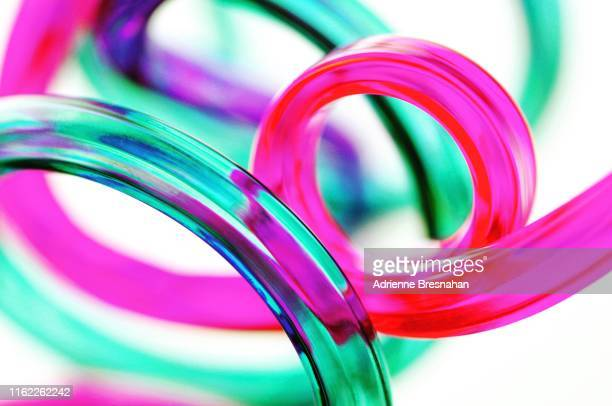 loopy neon curves - pink tube photos et images de collection