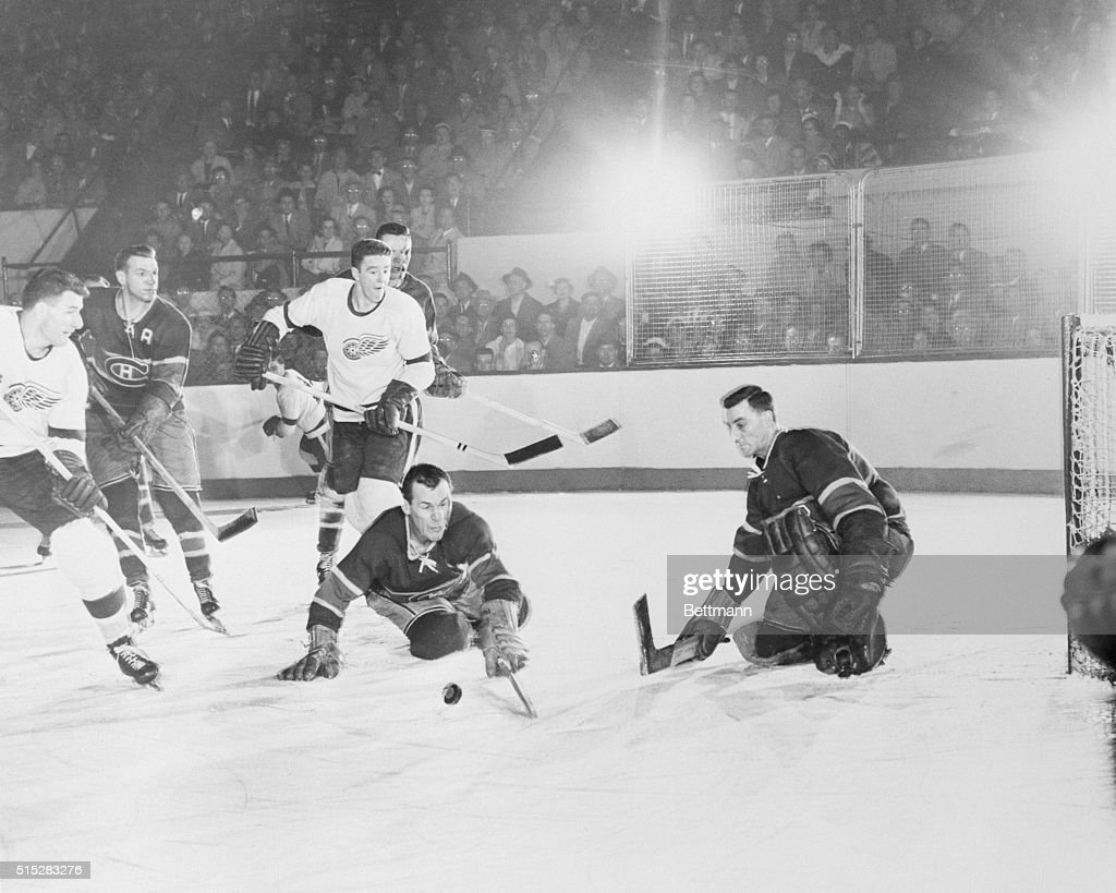 Hockey Players Fighting for Puck Possession : News Photo