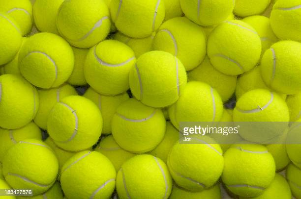 Ample de balles de Tennis